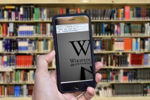 Wikipedia op een smartphone