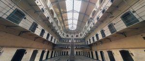 binnenkant van een gevangenis