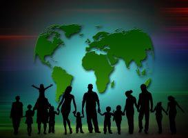 wereldbol met op de voorgrond silhouetten van kinderen en volwassenen