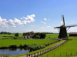 Nederlands landschap met windmolen