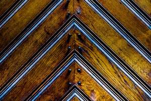 rechte hoeken op een houten deur