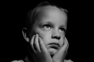 gezicht van triestige jongen