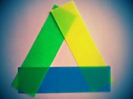 Het logo van Google Drive nagemaakt met papieren stroken.