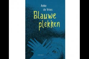 Cover van het boek 'Blauwe plekken'