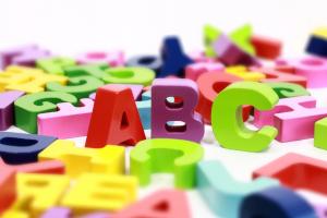 gekleurde letters van het alfabet