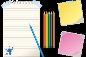 lijntjespapier, potloden en post-its