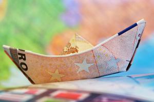 bootje gevouwen van een biljet van 50 euro