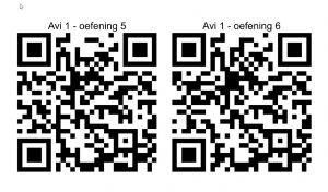 Twee QR-codes met een verwijzing naar de opdracht
