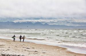 kust : stand en zee en wandelaars