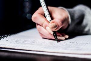 Hand met pen