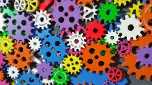 Allerlei tandwielen in verschillende maten en kleuren.