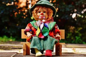 popje in de vorm van een clown