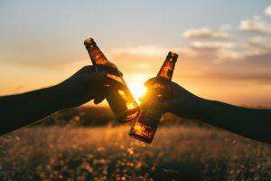 flesjes bier waarmee geklonken wordt