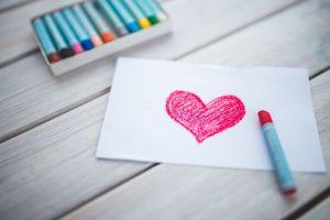 roze hartje op een blad getekend