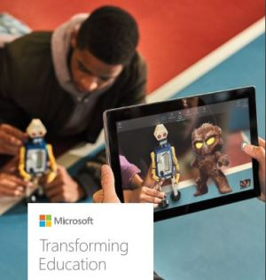 Cover van de handleiding. Een jongen speelt met een robotje. Iemand houdt een tablet vast.