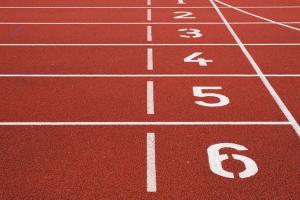 nummers op een atletiekveld