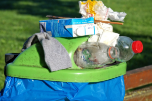vuilbak vol afval