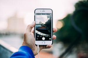 smartphone waarmee een foto genomen wordt