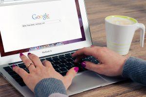 Laptop met Google logo