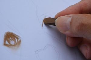 hand tekent op een wit blad papier