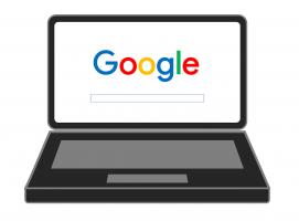 Een laptop met het logo van Google op het scherm.