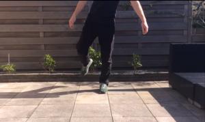 screenshot : op één been staan