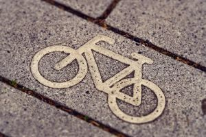 fiets geschilderd op de grond
