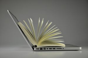 laptop en boek