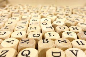 Dobbelstenen met letters