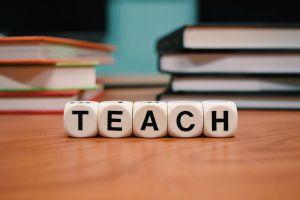 klokken met tekst teach