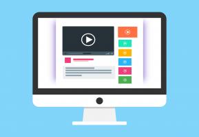Een computerscherm waarom video's worden getoond.