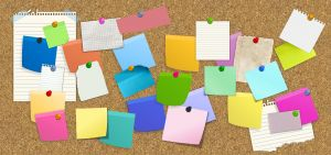 Prikbord met post-its.