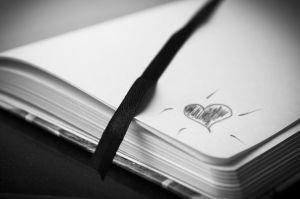 boekje met een hartje op de rand getekend