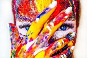 portret in hevige kleuren
