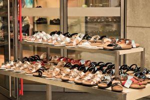 Etalage van een schoenwinkel