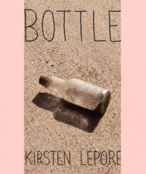 fles in het zand