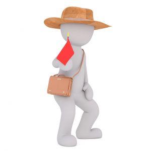 Figuurtje met hoed, tas en vlaggetje