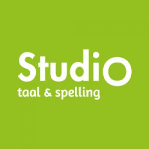 groen vierkant, witte letters Studio taal & spelling