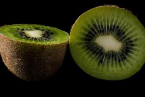 2 helften van een kiwi