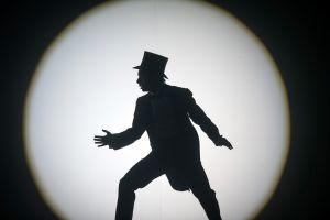 schaduwbeeld man met een hoge hoed op