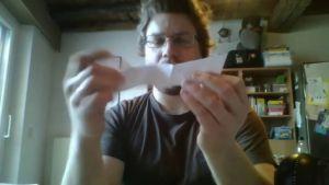 leraar maakt een hexaflexagon
