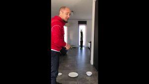 Screenshot uit de video 'Beweeg in je kot'