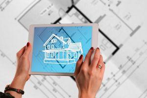 tablet met afbeelding van huis op het scherm