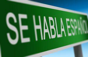 Bord waarop 'Se habla español' staat