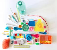 Plastic Party - Lynn Bruggeman