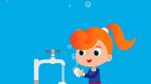 Afbeelding meisje wast haar handen