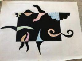 knutwelwerk met stukjes die geknipt zijn uit een zwart blad papier