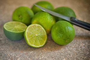 citroen in de helft gesneden