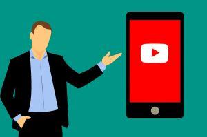 Tekening van mannetje dat wijst naar een smartphonescherm met YouTube-logo