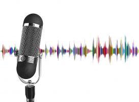 microfoon en geluidsgolven op de achtergrond